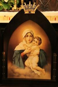 6-Il-quadro-dela-Madonna-Pellegrina-con-la-corona-creata-da-Di-Gesù[1]